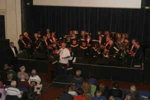Richard talks to the audience while Sussex Brass have a breather